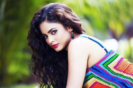 индианка с красивыми волосами
