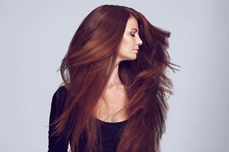 девушка с густыми волосами