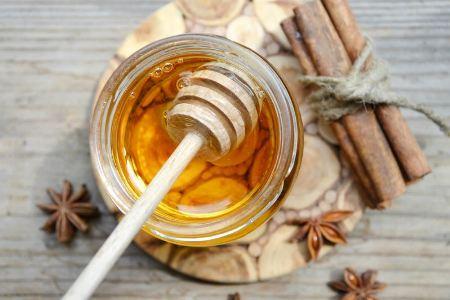 мед и корица для приготовления маски для волос