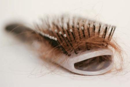 выпадение волос при расчесывании